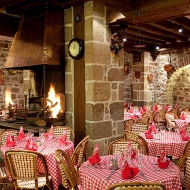 le-mont-saint-michel-restaurant-auberge-saint-pierre-1